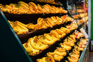 Bananas no supermercado (600x900)